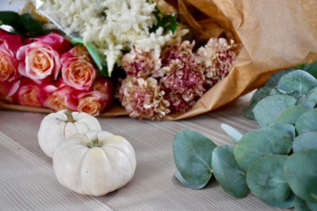fødselsdag forberedelse detaljer blomster