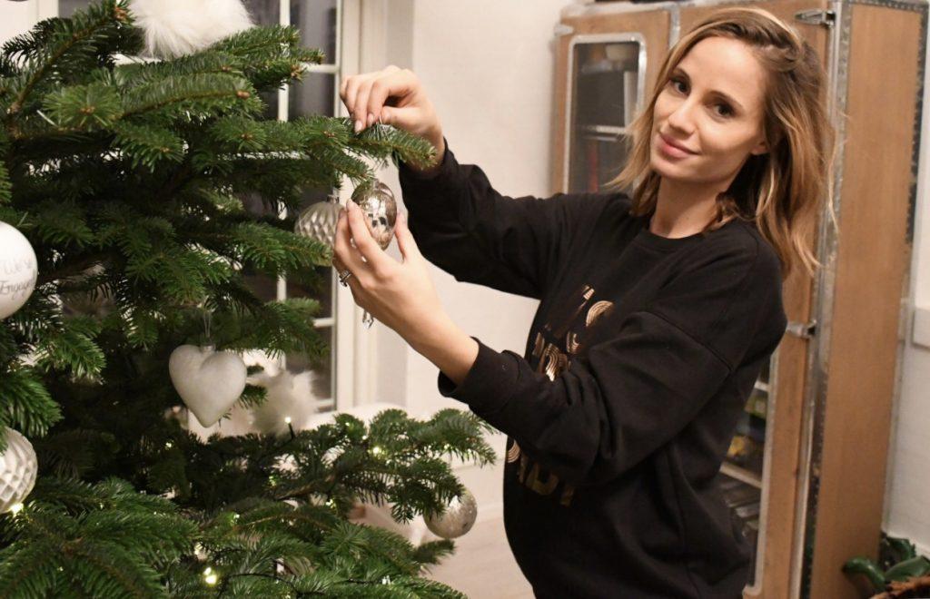 juletræ færdigpyntet juleaften 7
