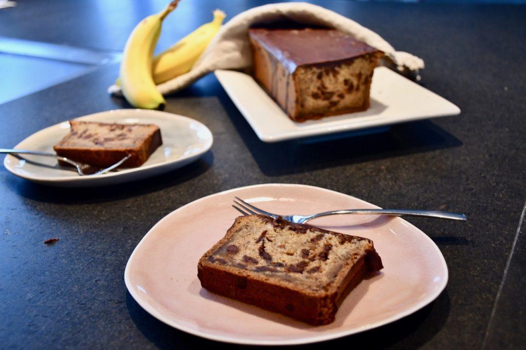 banankage med chokolade opskrift